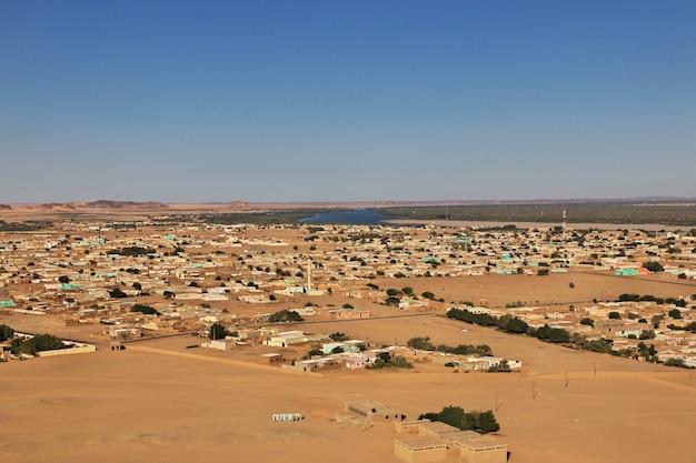 Widok na miasto nad nilem w sudanie