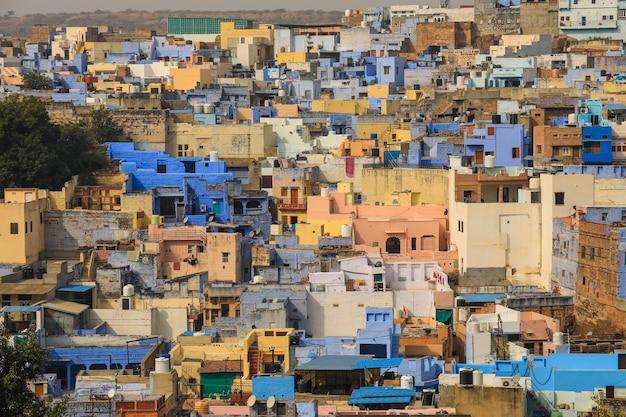 Widok na miasto niebieski jodhpur w radżastanie w indiach