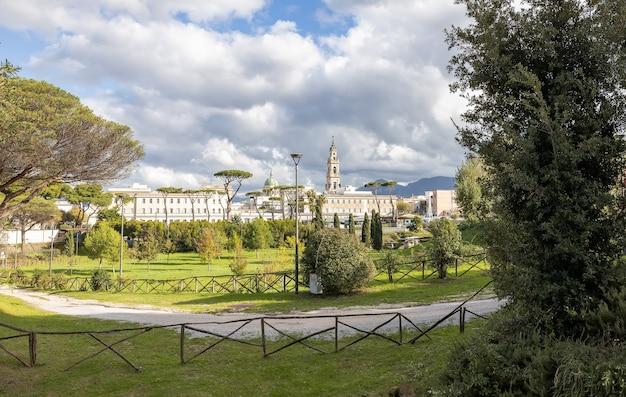 Widok na miasto pompeje w pobliżu neapolu, włochy