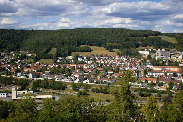 Widok na miasto w niemczech. spacer po terenie zamku.
