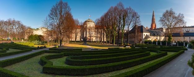 Widok na miasto z kościołem najświętszego zbawiciela, poznań, polska