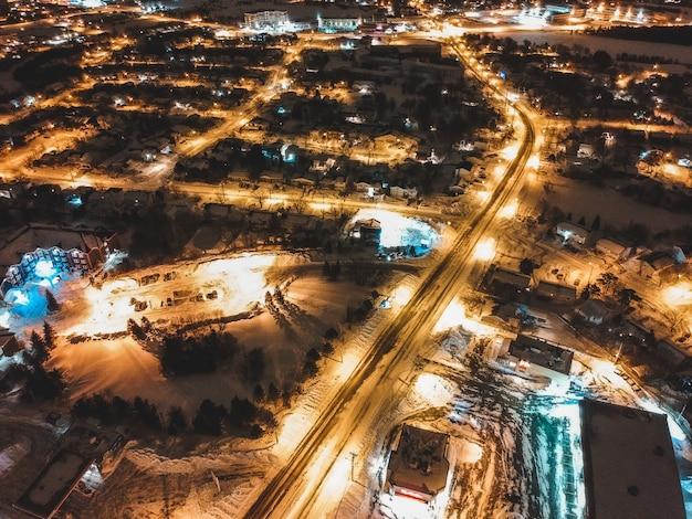 Widok na miasto ze światłami