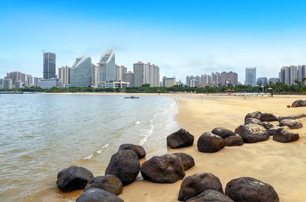 Widok na morze i miasto zhanjiang, chiny