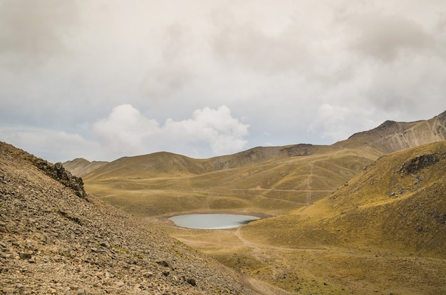 Widok na nevado de toluca, nieaktywny wulkan meksyku.