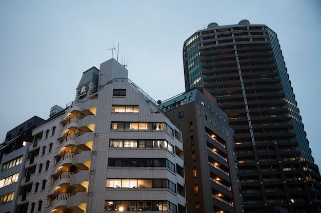 Widok na nowoczesne budynki miejskie