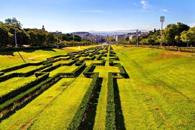 Widok na park eduardo vii i plac marques de pombal, lizbona, portugalia