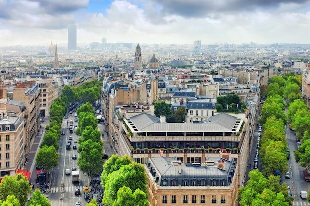 Widok na paryż z łuku triumfalnego. .paryż. francja.