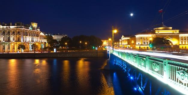 Widok na petersburg w nocy