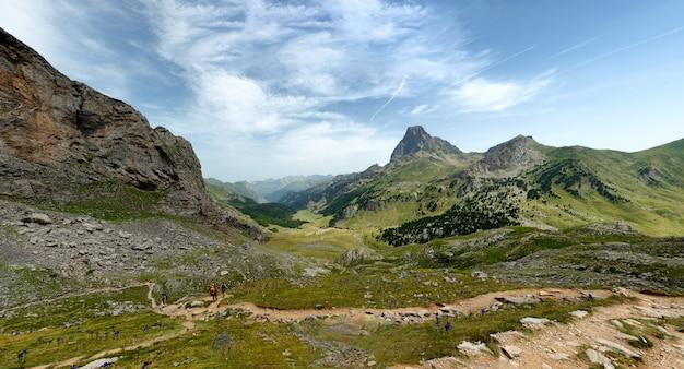 Widok na pic du midi d'ossau we francuskich pirenejach
