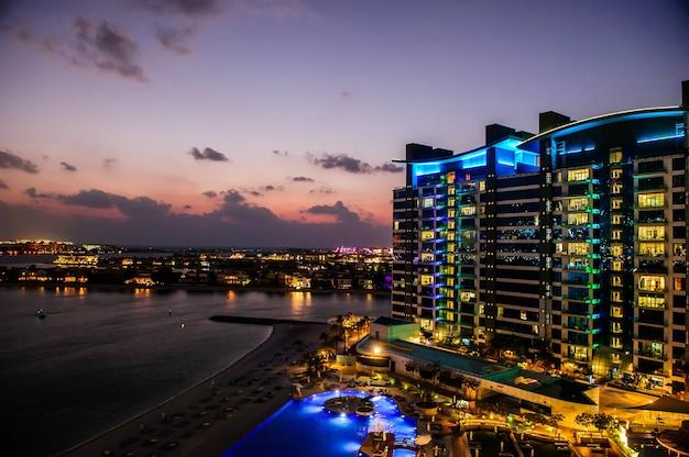 Widok na plażę i kompleks oceana palm jumeirah