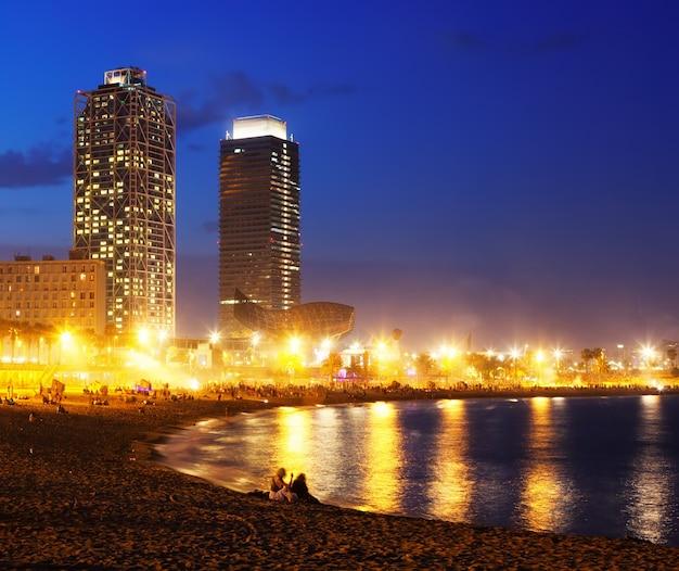 Widok na plażę somorrostro w barcelonie
