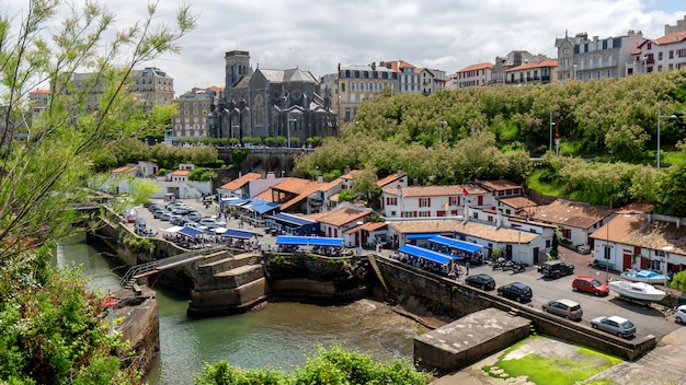 Widok na port biarritz, francja