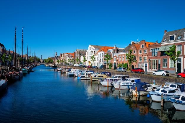 Widok na port w delfshaven rotterdam holandia
