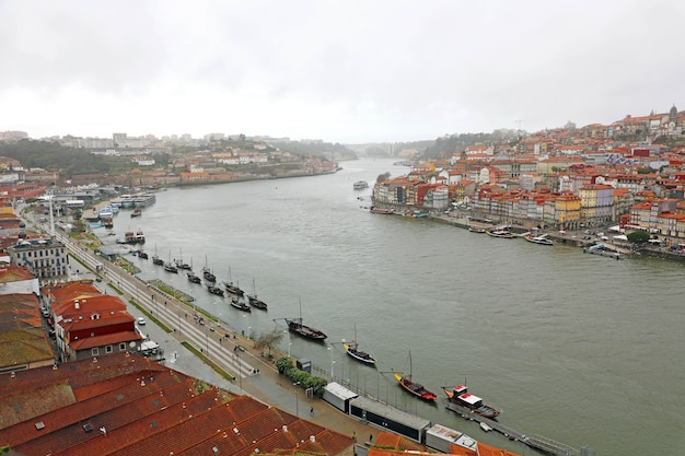 Widok na rzekę douro w porto