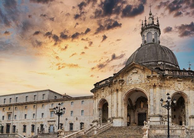 Widok na sanktuarium i dom, w którym urodził się san ignacio de loyola założyciel jezuitów