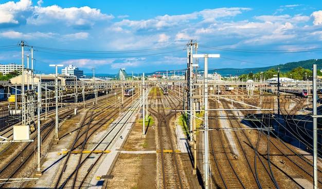 Widok na stację kolejową basel sbb w szwajcarii