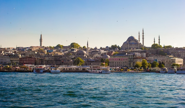 Widok na stare miasto i piękny meczet w stambule