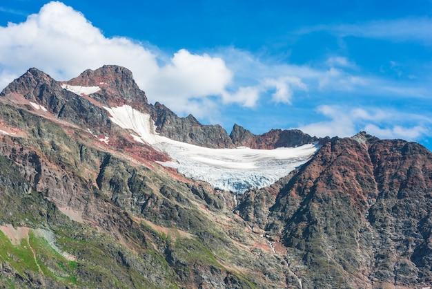 Widok na steingletcher w pobliżu sustenpass w alpach szwajcarskich