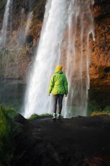 Widok na wodospad seljalandsfoss na islandii