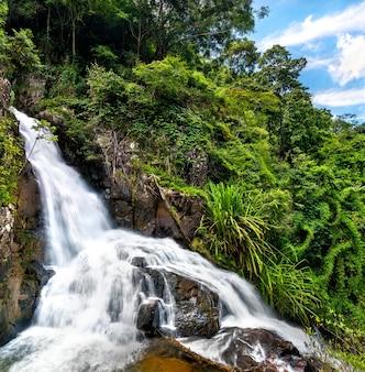 Widok na wodospady datanla w da lat, wietnam