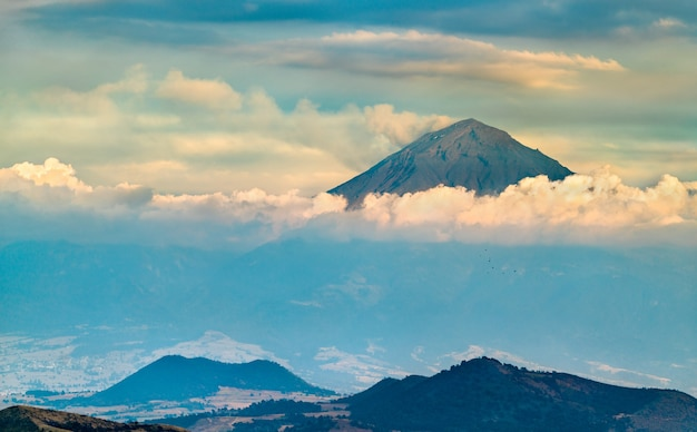Widok na wulkan popocatepetl w stanie meksyk