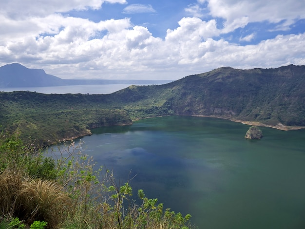 Widok na wulkan taal na filipinach