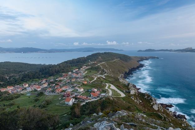 Widok na wybrzeże la vela i wyspy cies z punktu widzenia o facho de donon