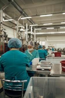 Widok na zakład produkujący tablety