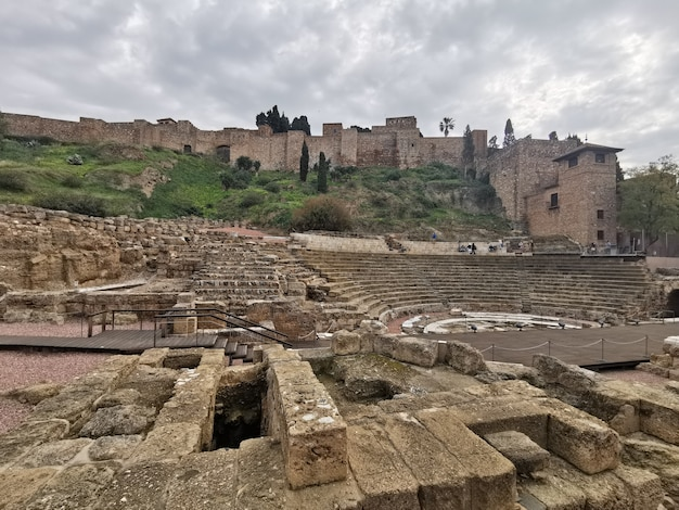 Widok na zamek alcazaba w maladze?