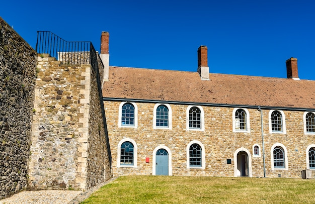 Widok na zamek dover w hrabstwie kent, anglia
