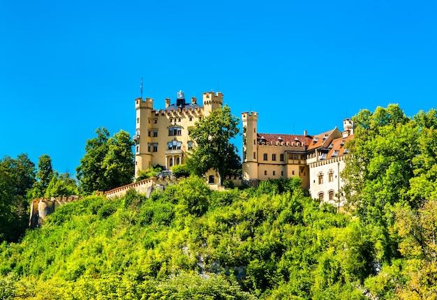 Widok na zamek hohenschwangau w bawarii, w południowych niemczech