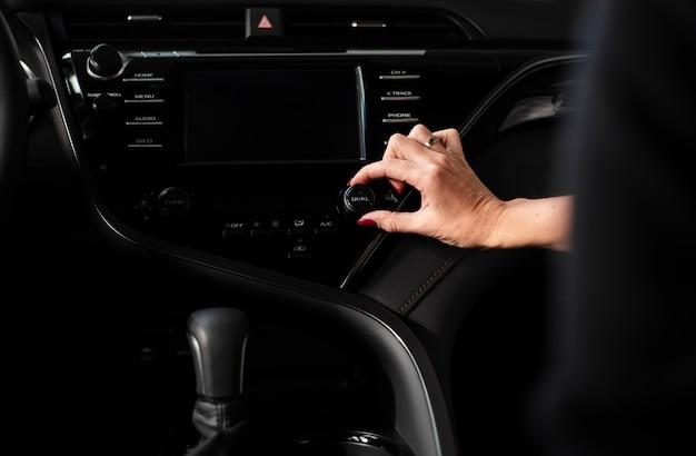 Widok panelu deski samochodu z bliska