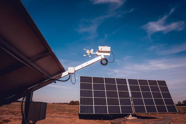 Widok panelu słonecznego z tyłu. włączanie biegów