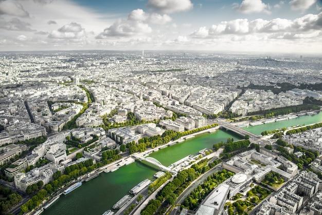 Widok paryża z wieży eiffla