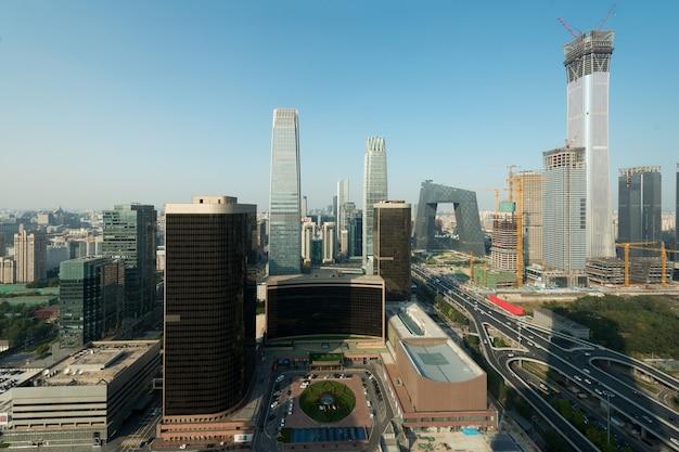 Widok pekin centrali dzielnicy biznesu drapacze chmur buduje przy zmierzchem w pekin