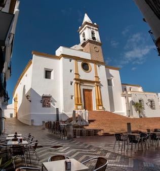 Widok piękny kościół chrześcijański nuestra senora de las angustias w ayamonte, hiszpania.
