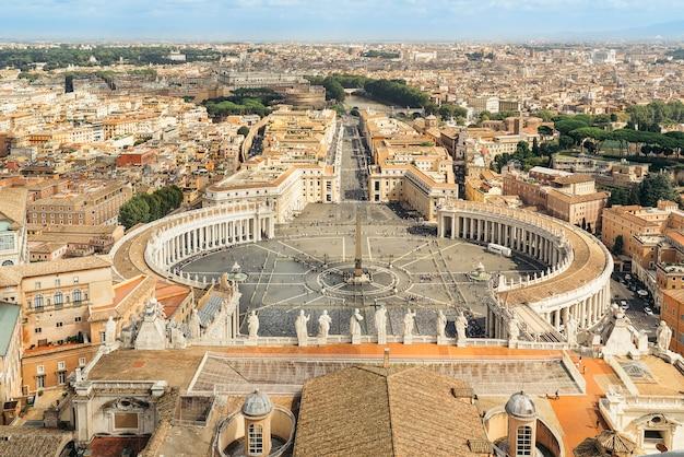 Widok placu świętego piotra w watykanie, rzym, z kopuły bazyliki