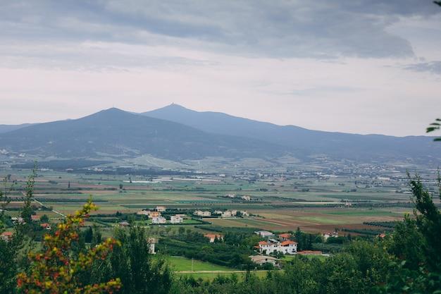 Widok północnej grecji na góry i dolinę
