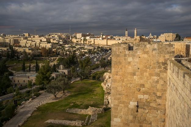 Widok ramparts spacer i miasto, golden gate, jerozolima, izrael