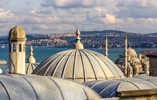 Widok stambułu z meczetu sueymaniye w turcji