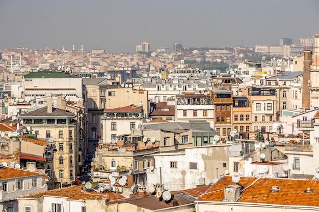 Widok stambułu z wysokości wieży galata. architektura zabytkowej starej części stambułu.