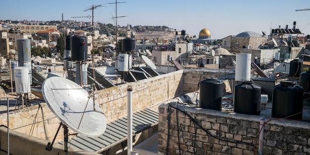 Widok stary miasto z kopułą skała w tle, jerozolima, izrael