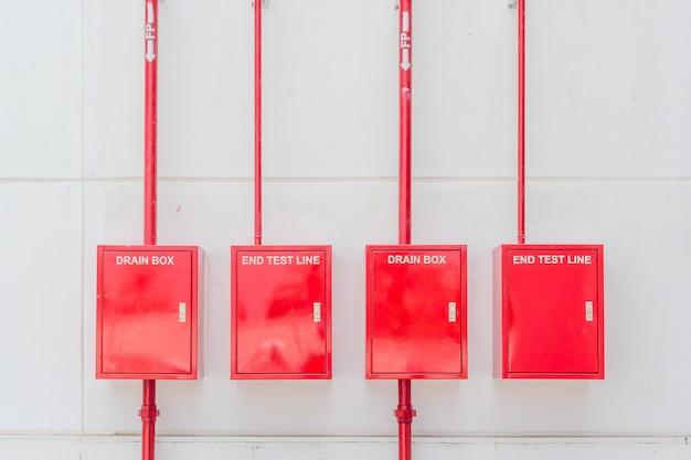 Widok systemu alarmowego kontroli przeciwpożarowej panelu na nowej fabryce budynku