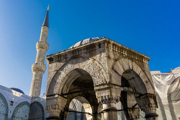 Widok Szczegółów Zewnętrznych Na Meczet Sułtana Ahmeda (błękitny Meczet) W Stambule, Turcja Premium Zdjęcia