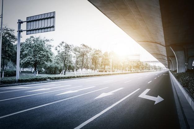 Widok szybkiego wiaduktu