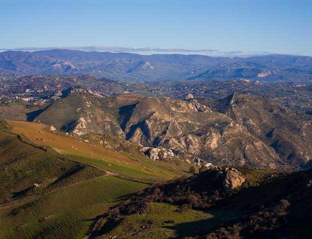 Widok typowej sycylijskiej wsi