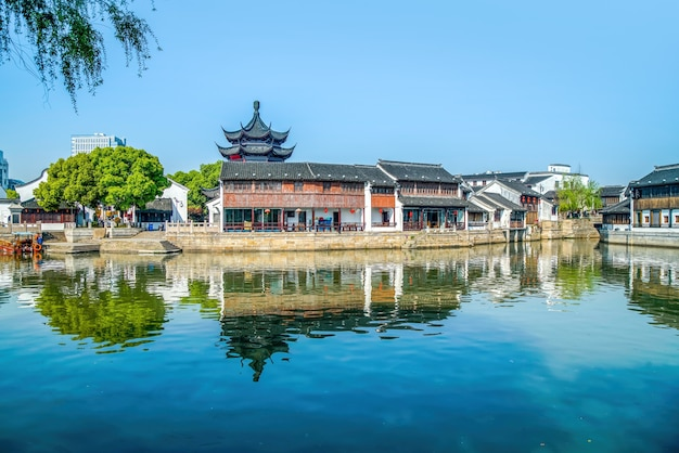 Widok ulicy starych budynków w starożytnym mieście suzhou