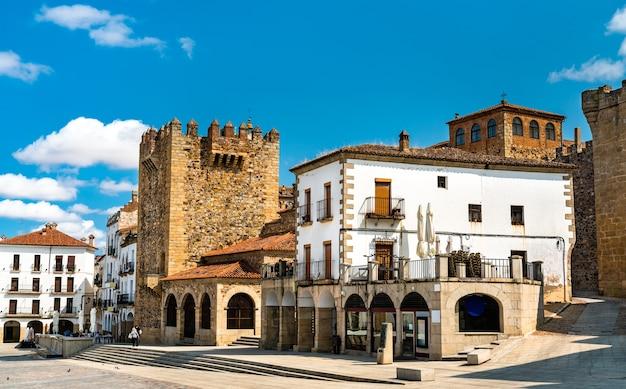 Widok wieży bujaco w caceres hiszpania