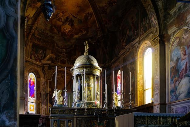 Widok wnętrza katedry w monza