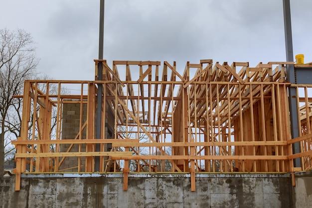 Widok wnętrza nowego domu mieszkalnego w budowie nowy dom